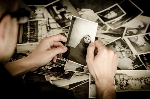 photo-photographer-old-photos-memory-nostalgia